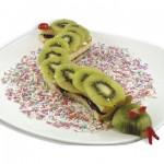 Γλυκό Σνακ με Φρούτα σε Σχήμα Φίδι