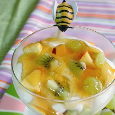 Συνταγή για Γιαούρτι με φρούτα εποχής & μέλι