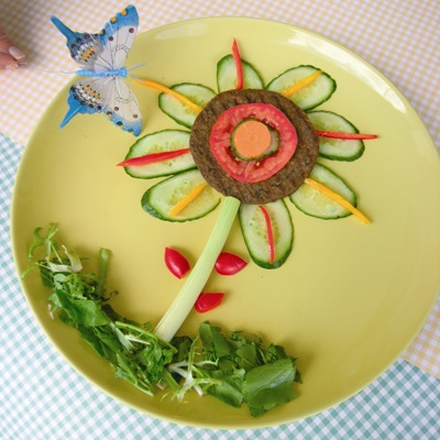 Θρεπτικό Σνακ με Μπιφτέκι σε σχήμα Λουλουδιού
